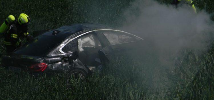 2.6.2019 Verkehrsunfall eingeklemmte Personen – PKW brennt